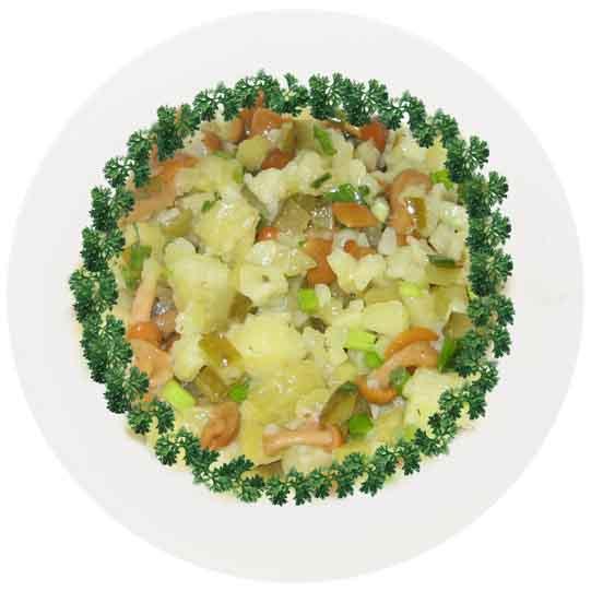 Постный грибной салат с картофелем и солеными огурцами